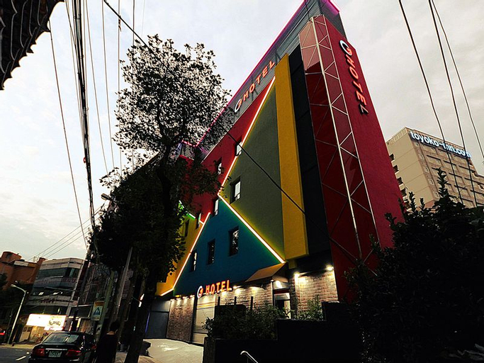 G Hotel, Dong