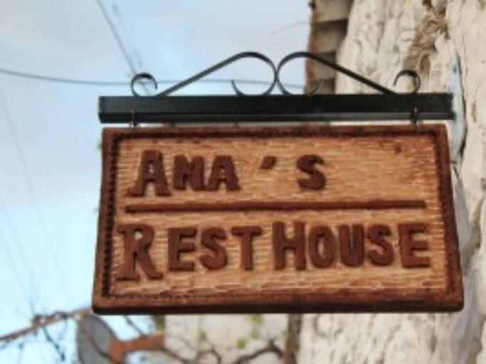 Ana's Hostel, Beratit