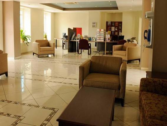 E M City Hotel,