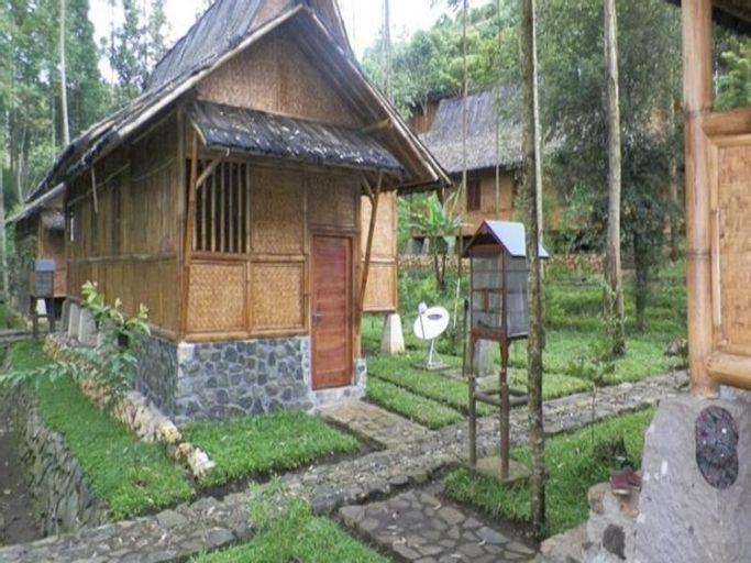 Villa Kampung Karuhun Sutan Raja, Bandung