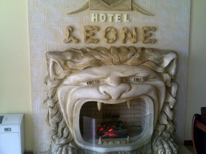 Grand Hotel Leone, Fierit