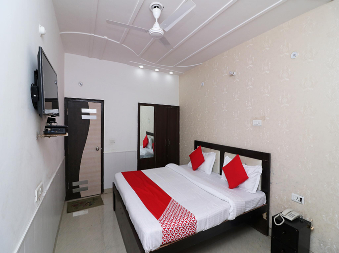 OYO 30136 Hotel Crystal, Aligarh