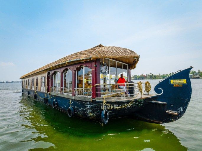 OYO 13589 HouseBoat My Trip Deluxe 4 BHK Private, Alappuzha