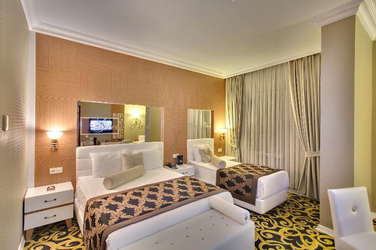 The Business Class Hotel, Merkez