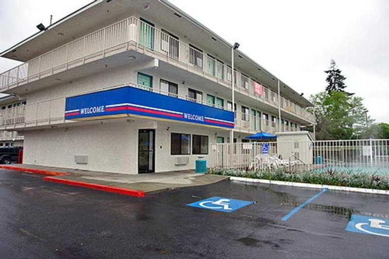 Motel 6 North Kirkland, King