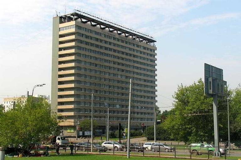 Universitetskaya, Western