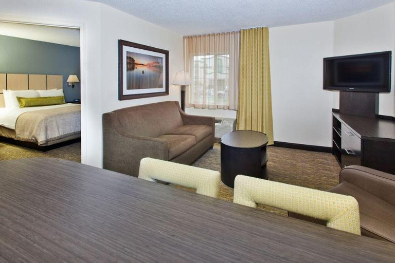 Candlewood Suites Cleveland N. Olmsted, Cuyahoga