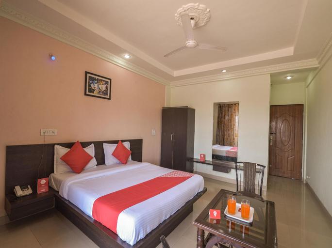 OYO 13151 Hotel Om Palace, Pune