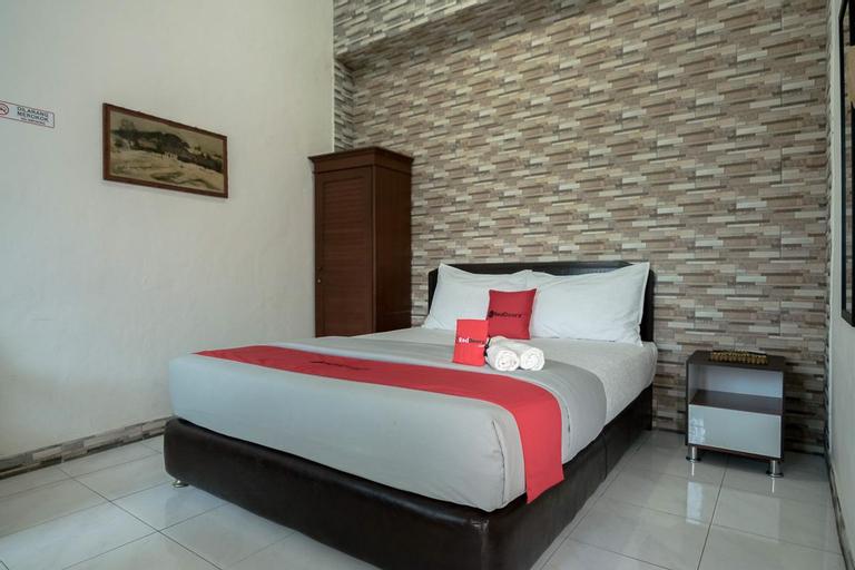 REDDOORZ NEAR BOGOR MEDICAL CENTER, Bogor