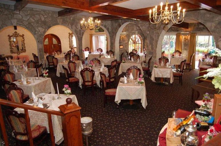 Fourways Inn,