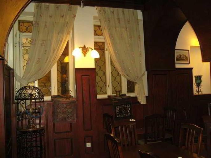Old Bangkok Inn, Pom Pram Sattru