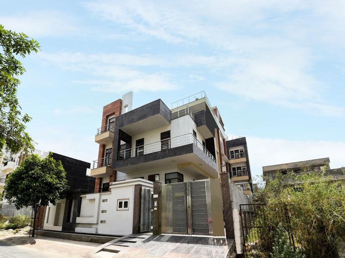 OYO 9072 Noida Dreamz, Gautam Buddha Nagar