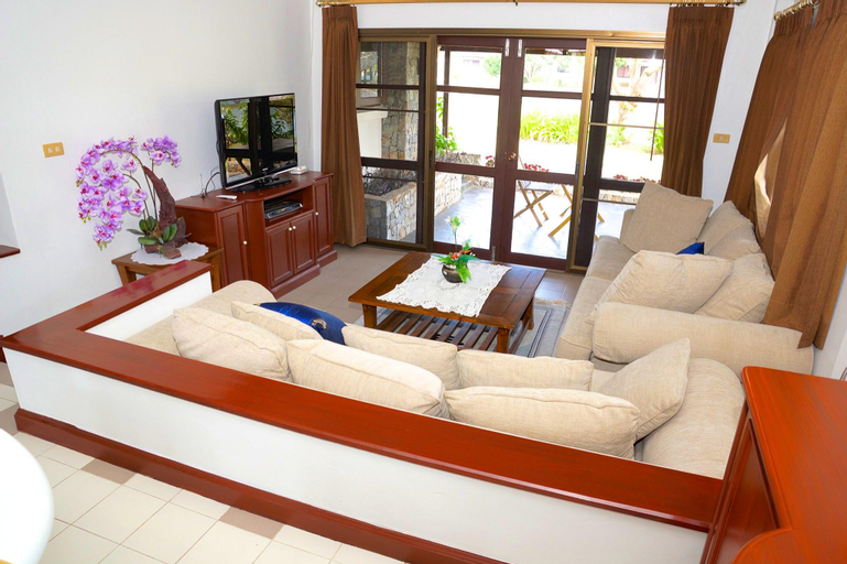 3 bedroom Bali Style Villa by the sea/canal - 21350632, Klaeng