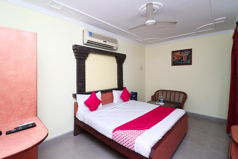 OYO 16057 Hotel Centre Point, Aligarh