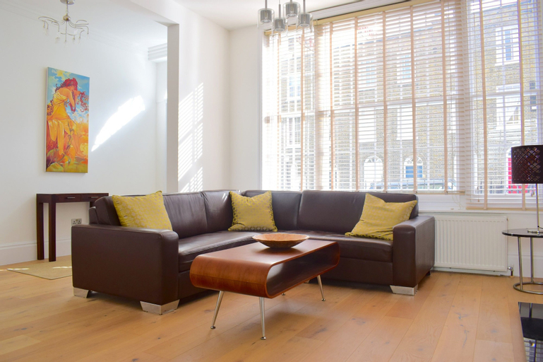 Grand, Luxurious 2 Bed in Angel, London