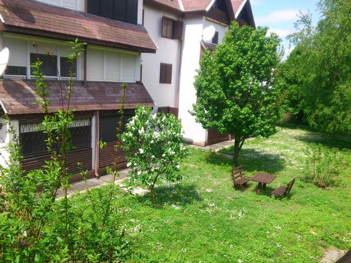 Lanka Apartments, Siklósi