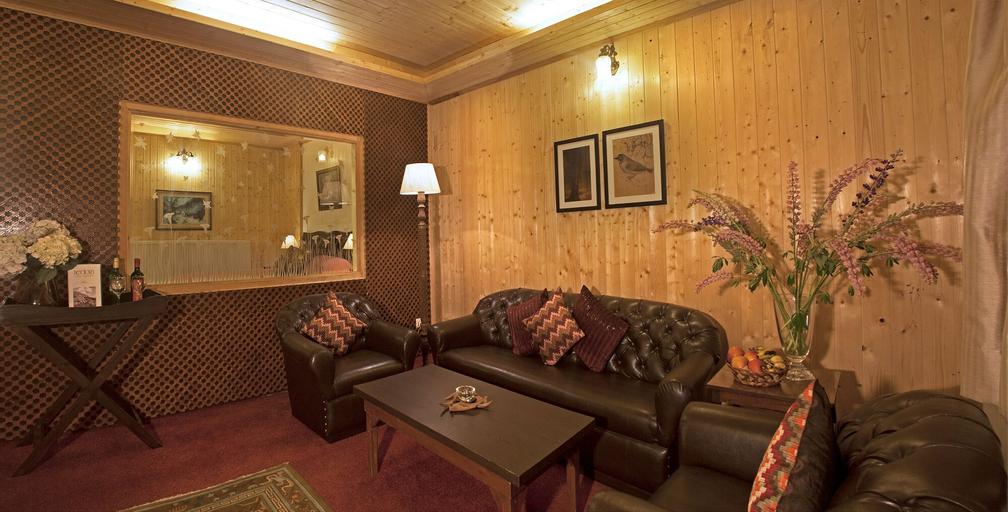 Nedous Hotel, Baramulla