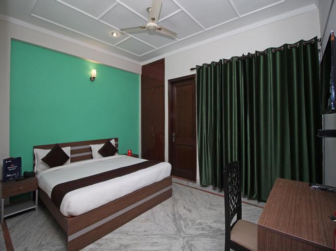 OYO 9075 Petals Inn, Gautam Buddha Nagar