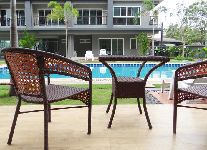 Infinity Holiday Inn, Bung Kum