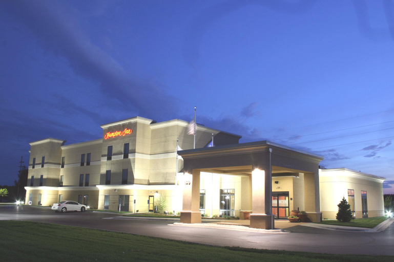 Hampton Inn Fairmont, Martin
