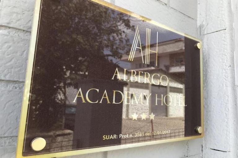 Hotel Academy, Roma