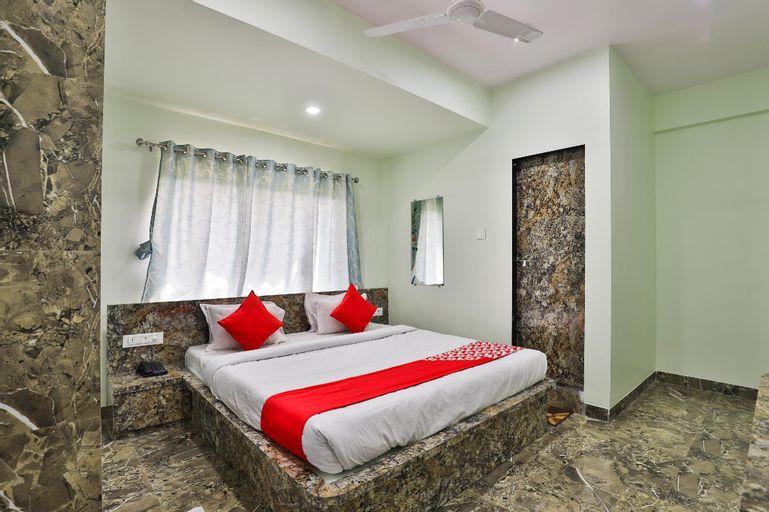 OYO 24833 Hotel Silver, Daman