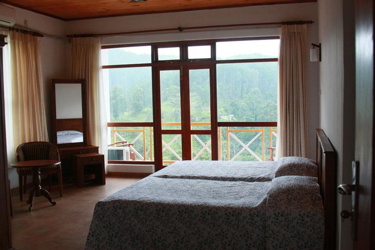 Hotel Alta Vista, Ella