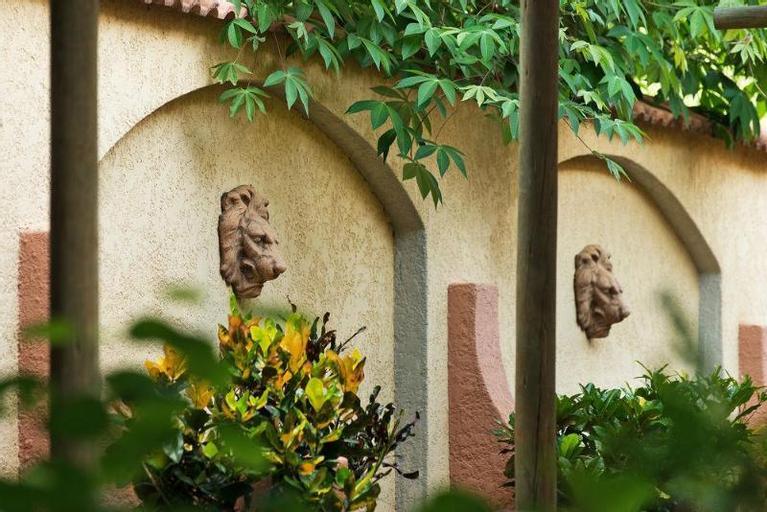 Amadeus Garden, Hwange