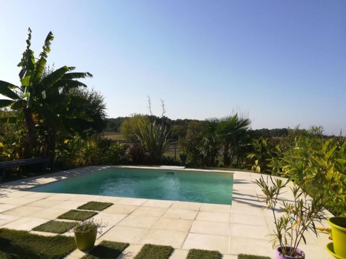 Villa With 3 Bedrooms In Lavergne, With Wonderful Lake View, Private Pool, Furnished Garden - 186 Km, Lot-et-Garonne
