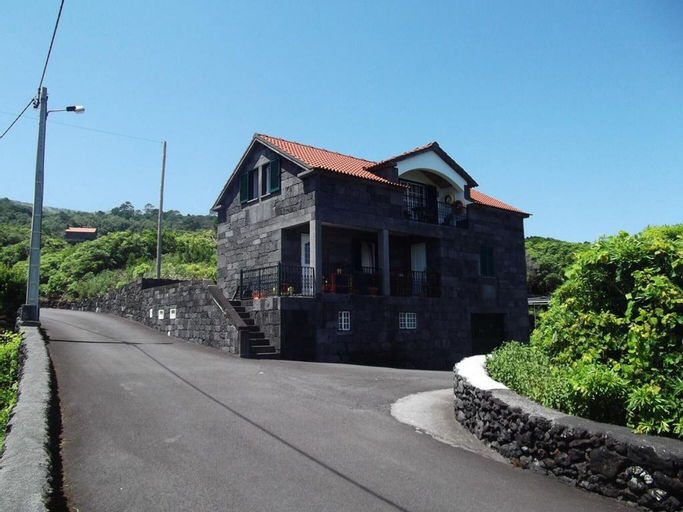 House With 3 Bedrooms in Prainha, With Wonderful sea View, Enclosed Garden and Wifi - 4 km From the Beach, São Roque do Pico