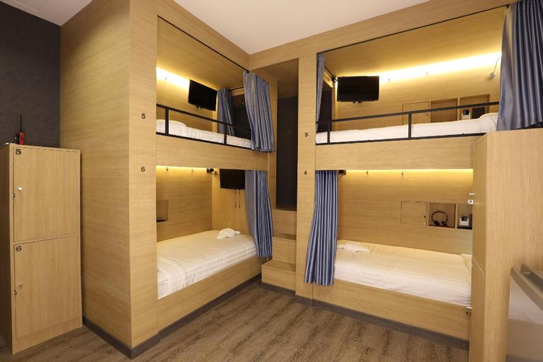 6 Bunk Bed Shared Bathroom - 10949102, Phra Nakhon