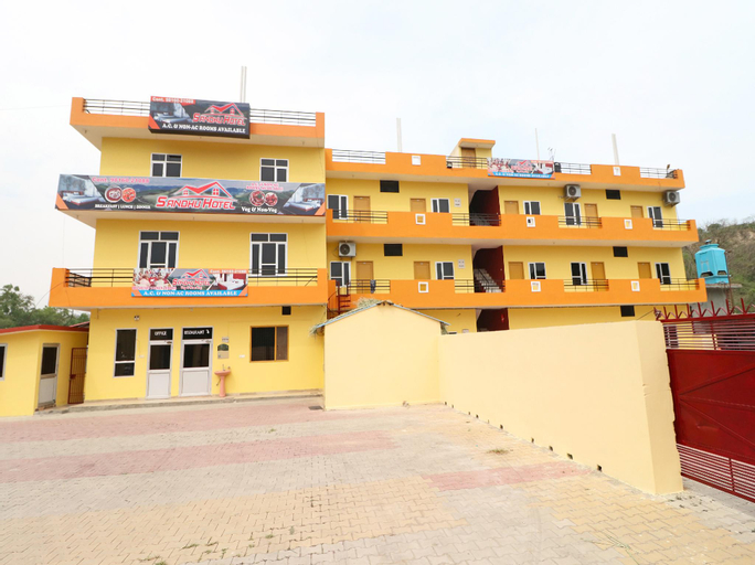 SPOT ON 37724 Sandhu Hotel, Una