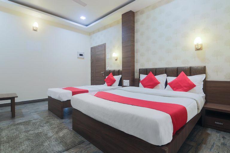 OYO 19930 Hotel Holiday Palace, Sivasagar