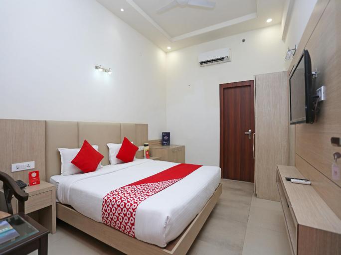 OYO 16768 Hotel Lotus Grand, Mathura