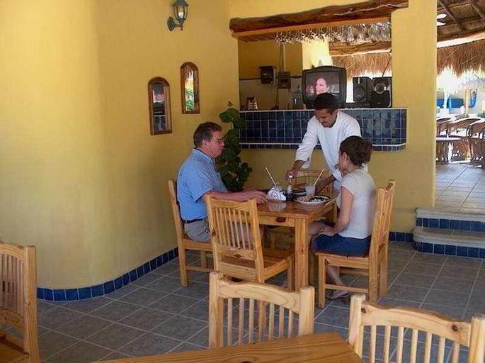 Villa Amanecer, Douglas