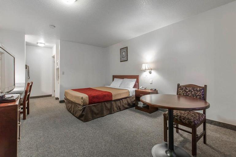 Econo Lodge Inn & Suites, Division No. 8