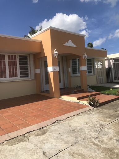 Oversized Studio close to the Beach and Airport,