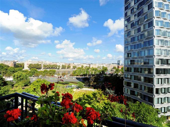 Mercure Paris Tour Eiffel Pont Mirabeau Hotel, Paris