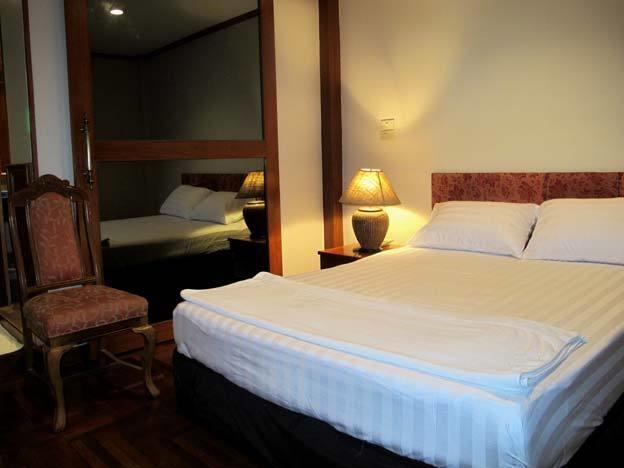 Bbb Inn Gay Hotel, Bang Rak