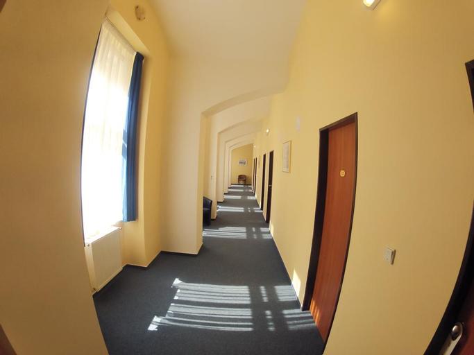 Adeba Hotel, Praha 8