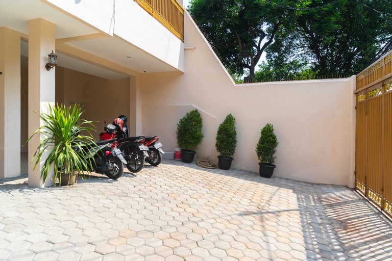 RedDoorz near Cipinang Indah Mall, East Jakarta