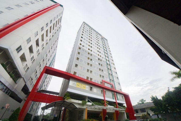 RedDoorz Apartment near Bundaran Satelit Surabaya, Surabaya