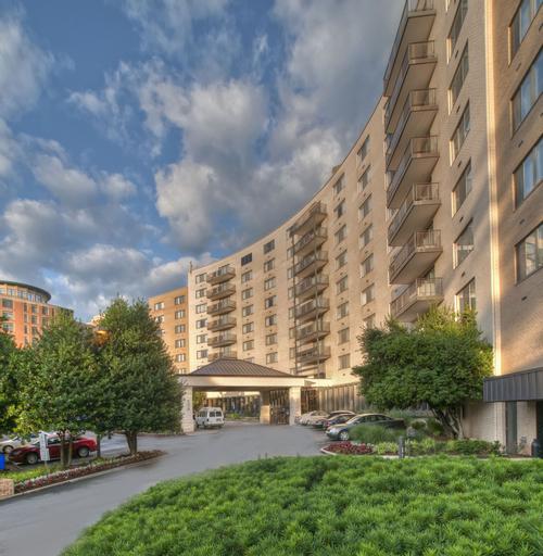 Arlington Court Suites, a Clarion Collection Hotel, Arlington