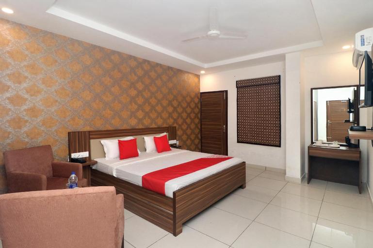 OYO 19817 Hotel Star 79, Sahibzada Ajit Singh Nagar