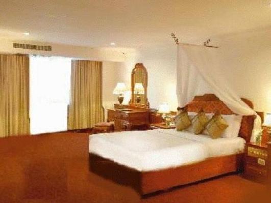 Royal Palace Hotel, Mean Chey