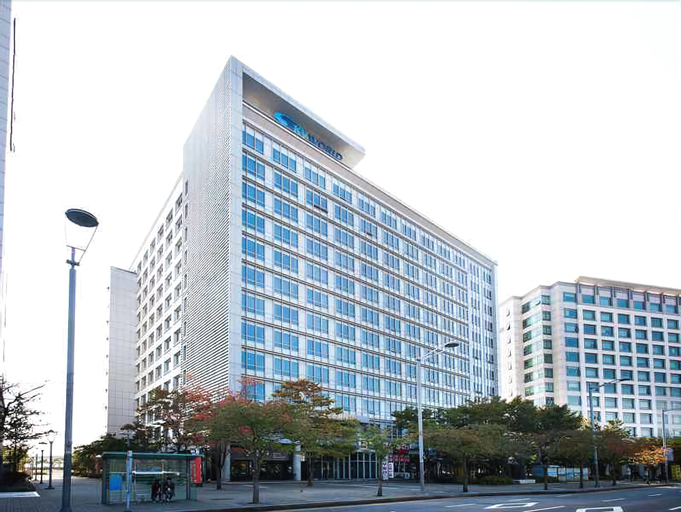 Hotel Hu, Jung