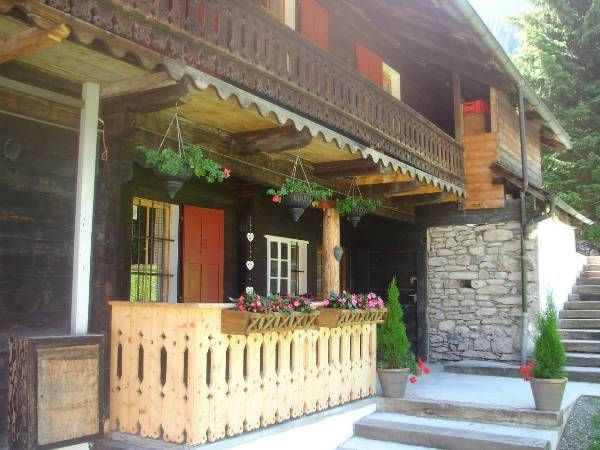 Chalet Cergnat Bed and Breakfast, Monthey