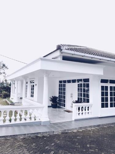 Villa bola, Cianjur
