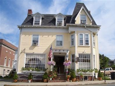 Burbank Rose Inn Bed & Breakfast, Newport
