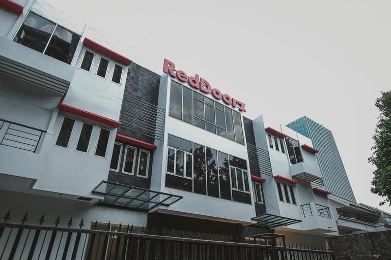 RedDoorz Plus near Plaza Blok M, South Jakarta